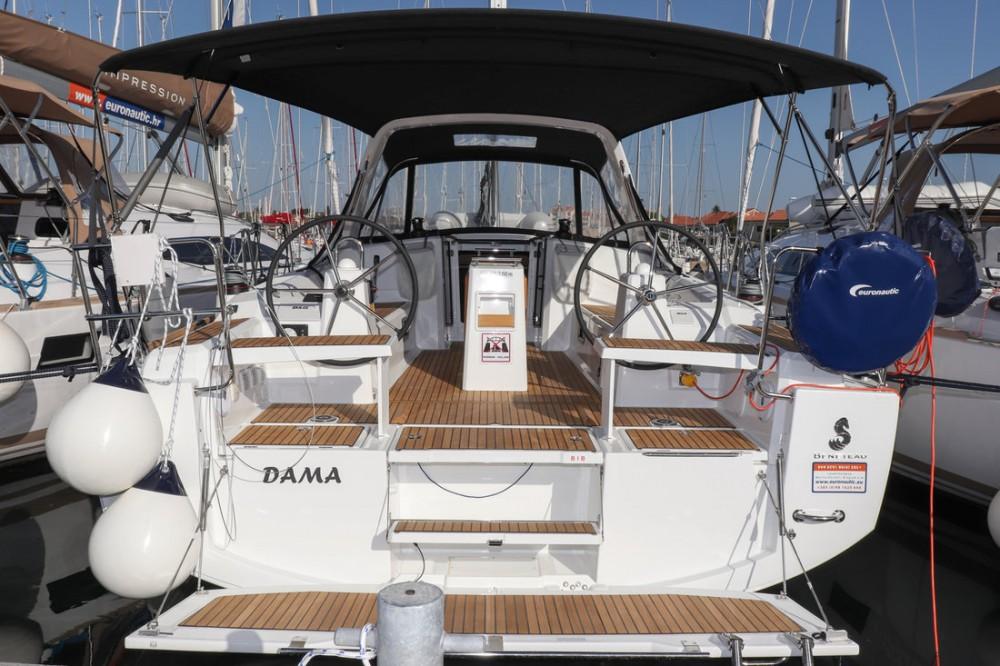 Alquiler de barcos Bénéteau Oceanis 38.1 enCroacia en Samboat