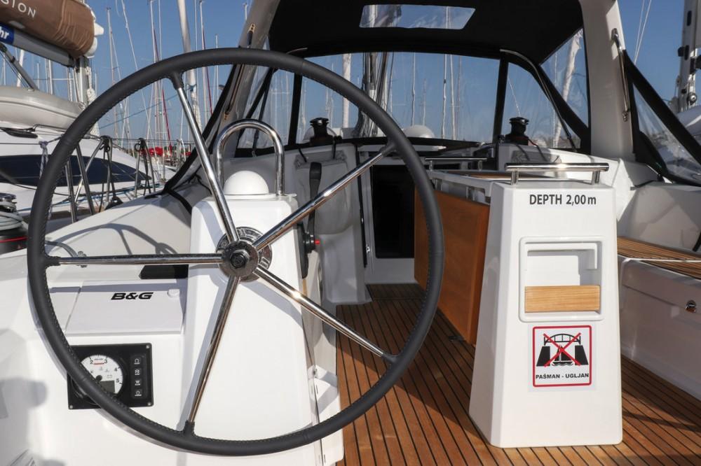 Alquiler de Bénéteau Oceanis 38.1 en Croacia