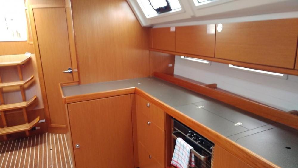 Bavaria Cruiser 46 entre particulares y profesional Peloponnese