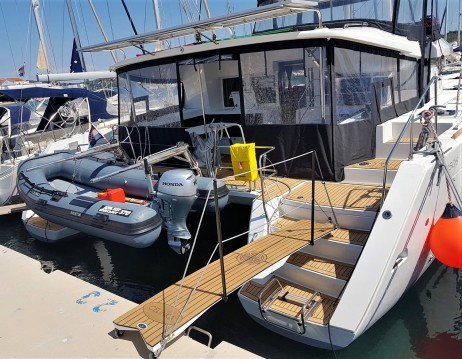 Alquiler de barcos Sukošan barato de Lagoon 450 Sport Top