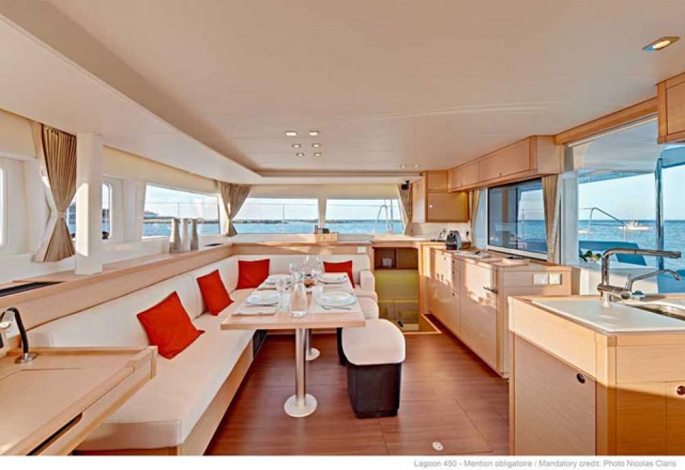 Catamarán para alquilar Marina Šangulin al mejor precio