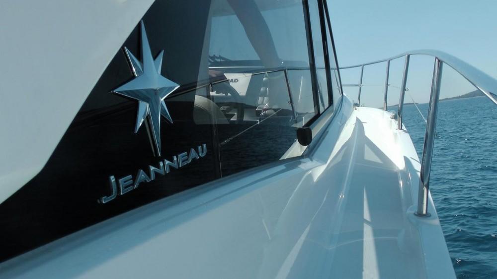 Alquiler de Jeanneau Leader 36 Open en