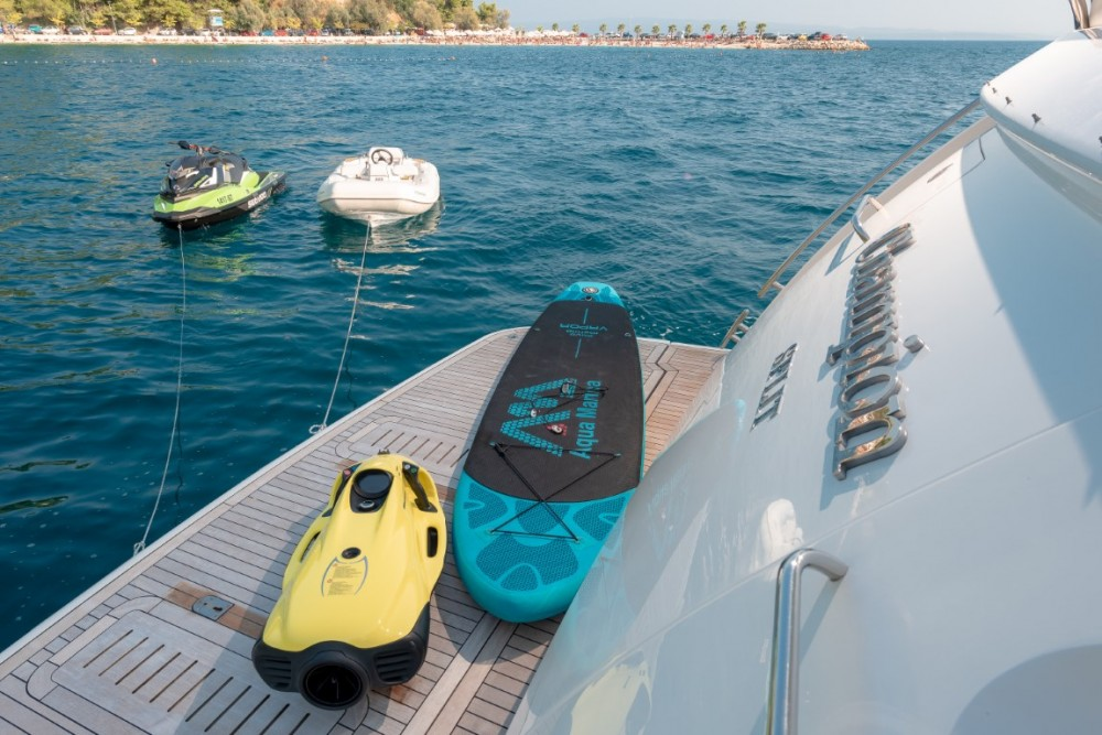 Alquiler de Princess-Yachts Princess 72 Flybridge - 4 + 1 cab. en Podstrana