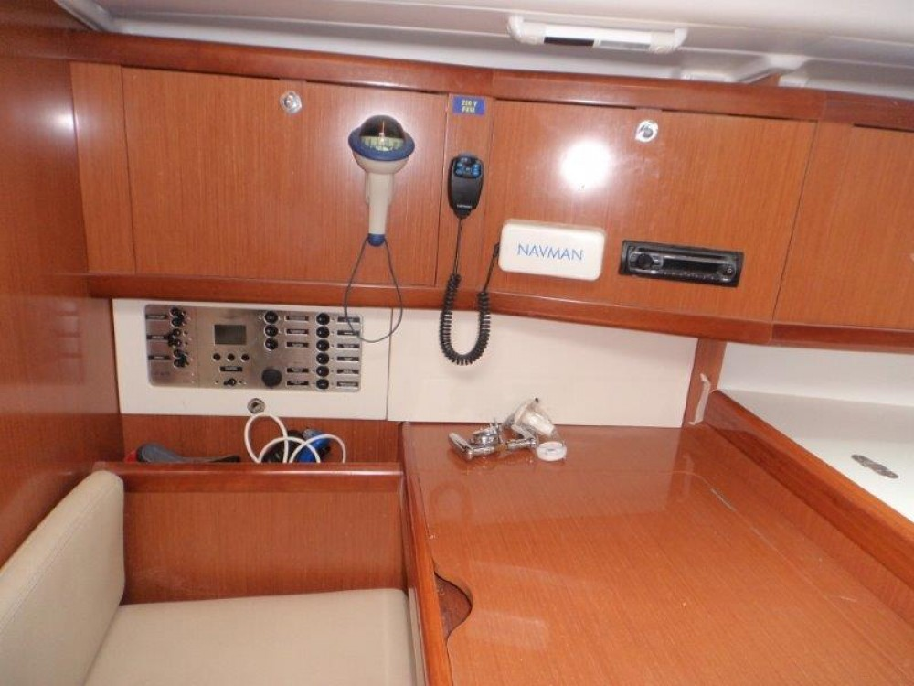 Alquiler de barcos Trogir barato de Oceanis 40