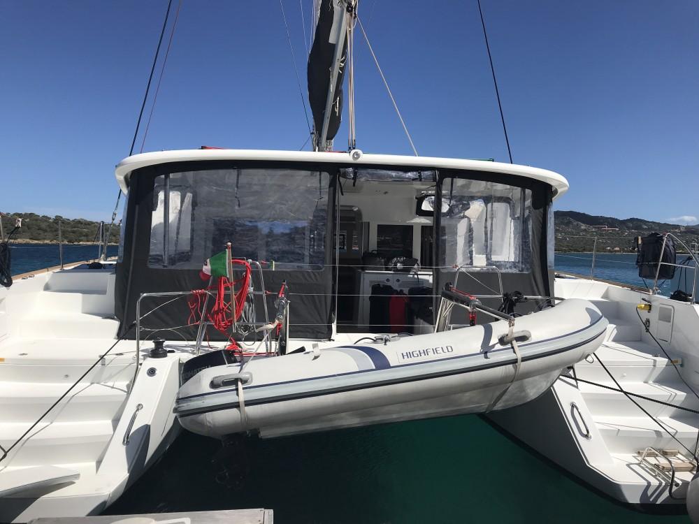 Catamarán para alquilar Cala dei Sardi al mejor precio