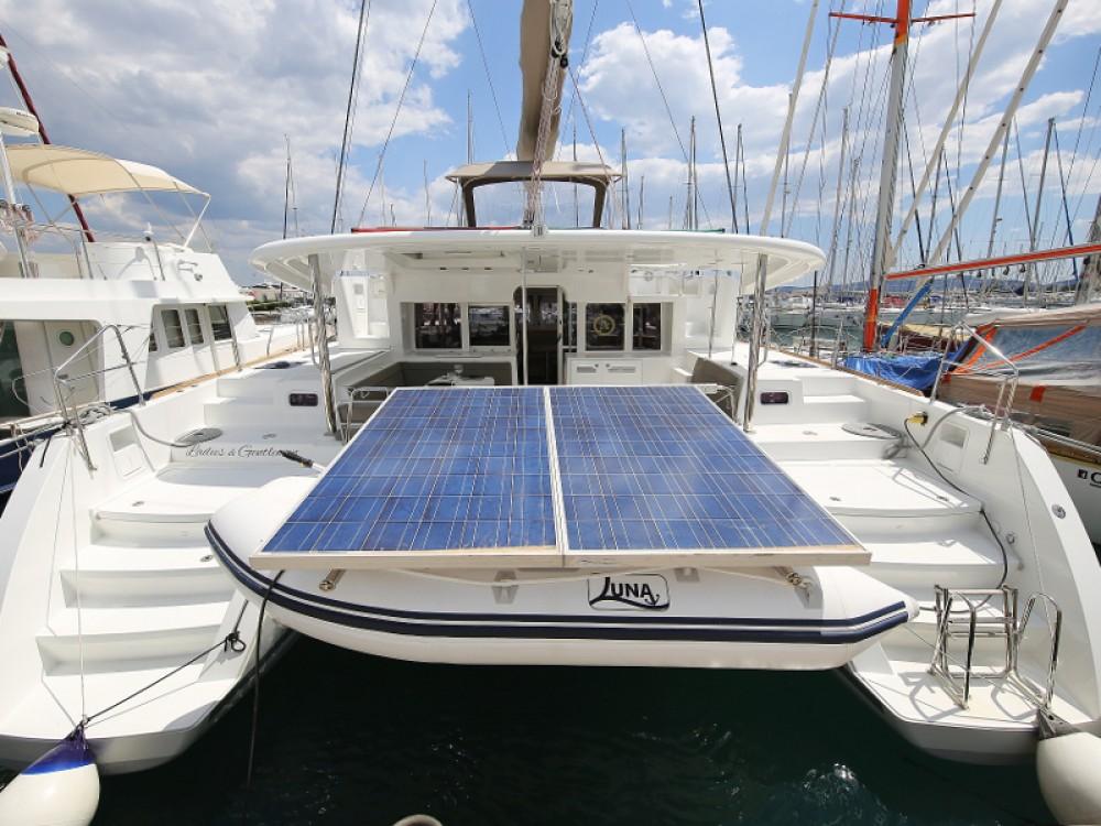 Catamarán para alquilar Sukošan al mejor precio