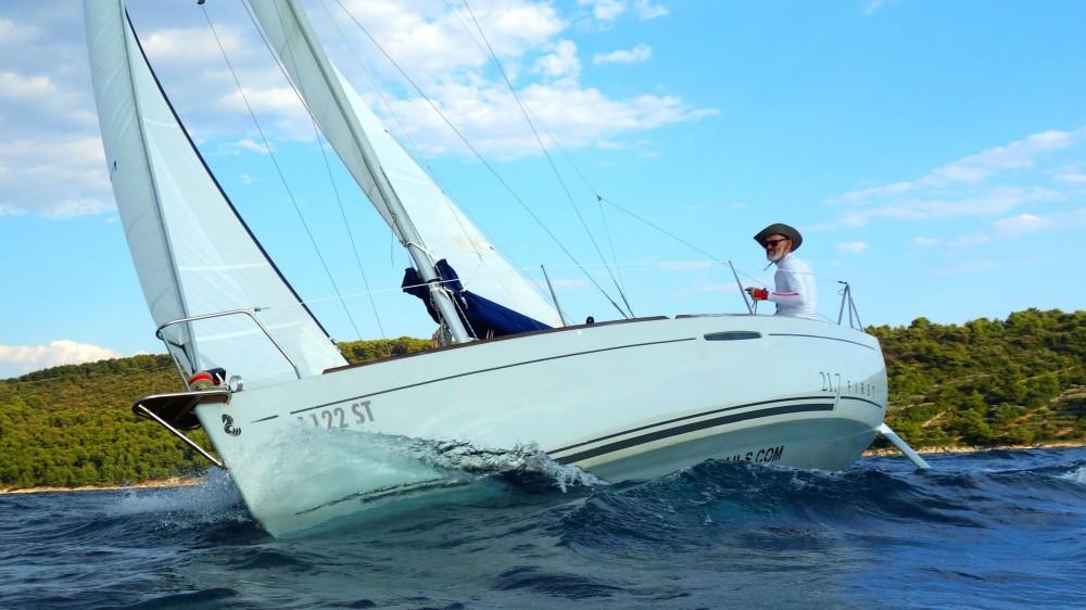 Alquiler de barcos Split barato de Beneteau First 21.7