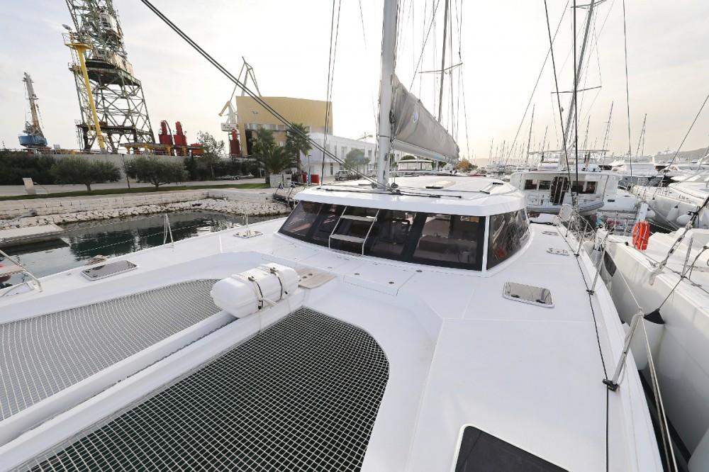 Alquiler de Catamarán, con o sin patrón Nautitech Leucade