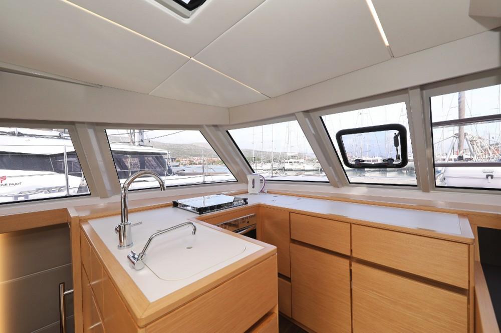 Alquiler Catamarán Nautitech con título de navegación
