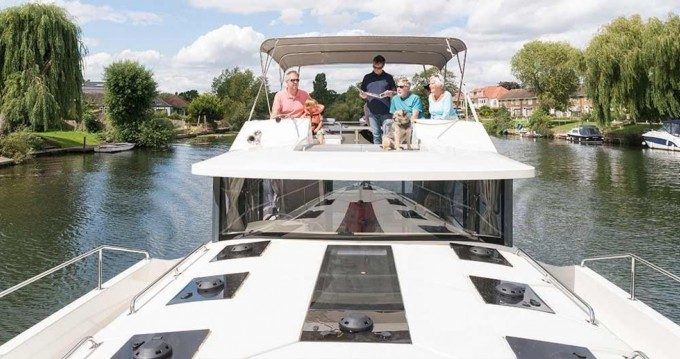 Alquiler Casa flotante Delphia con título de navegación