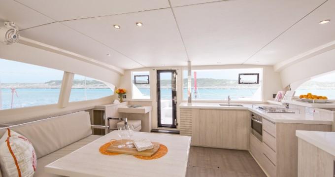 Alquiler Catamarán en Marina - Leopard Sunsail 404