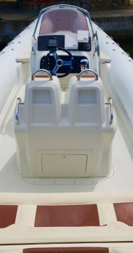 Alquiler de Kardis 780 Thunderbird en Saint-Florent