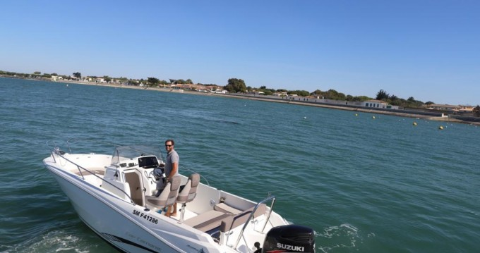 Alquiler de barcos La Flotte barato de Cap Camarat 7.5 CC