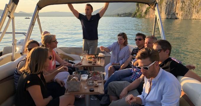 Alquiler de barcos Sun Tracker Party Barge 24 DLX enAnnecy en Samboat