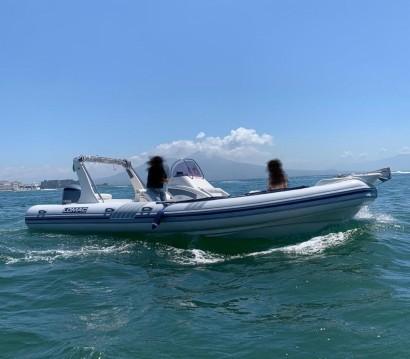 Alquiler de barcos Nápoles barato de Lomac 800 IN