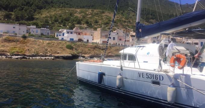 Alquiler de barcos Furnari barato de Lagoon 380