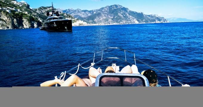 Alquiler Neumática Salpa con título de navegación