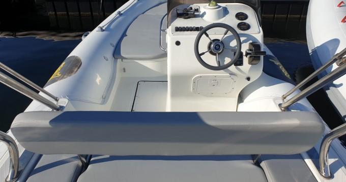 Alquiler de Motonautica-Vesuviana MV 570 Comfort en Saint-Florent