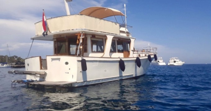 Alquiler Lancha Blue Ocean con título de navegación