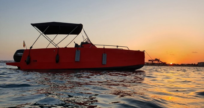 Alquiler de barcos Torrevieja barato de Nuva M6 Open