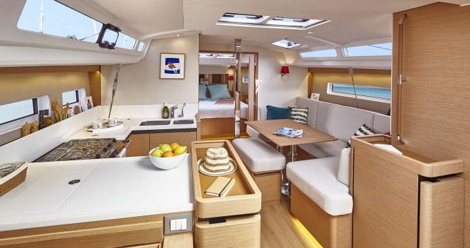 Alquiler de barcos Níkiti barato de Sun Odyssey 440