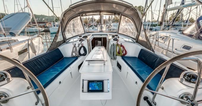 Alquiler de barcos Gouviá barato de Oceanis 40