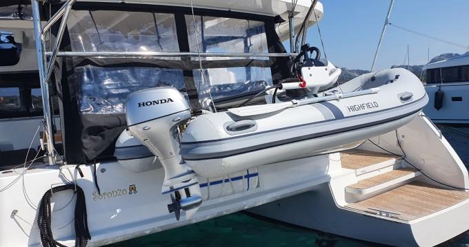 Catamarán para alquilar Marina di Portisco al mejor precio