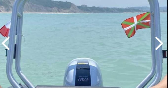 Alquiler Neumática 3D Tender con título de navegación