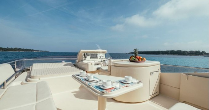 Alquiler de barcos Ferretti Altura 690 enCannes en Samboat