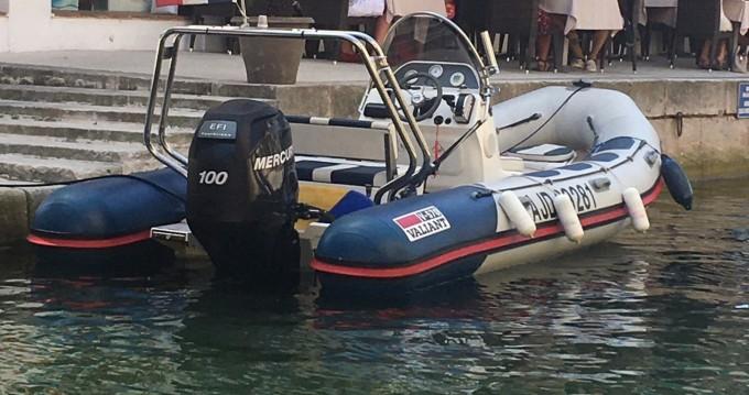 Alquiler de Valiant DR 570 en Port Grimaud
