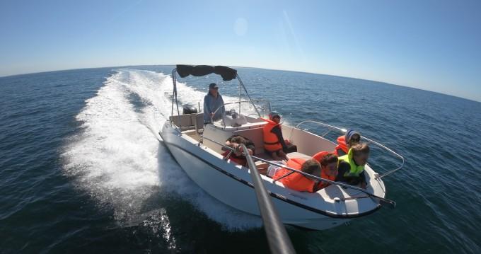 Alquiler de barcos Piriac-sur-Mer barato de Quicksilver 675 Open Activ
