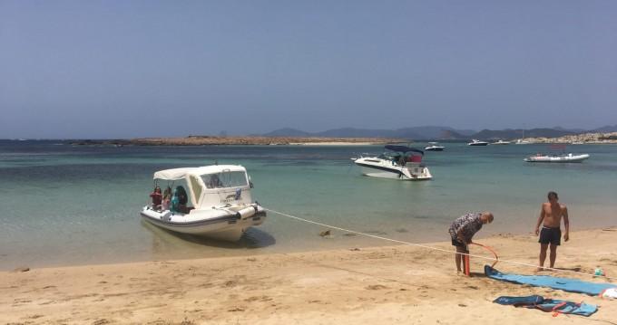 Alquiler de barcos Bwa Bwa 750 enIsla de Ibiza en Samboat