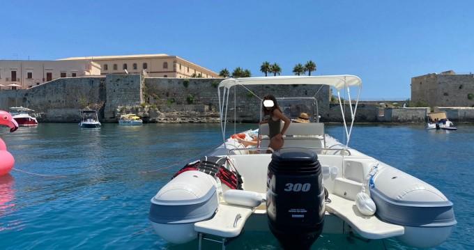 Alquiler de Neumática, con o sin patrón Joker Boat Siracusa