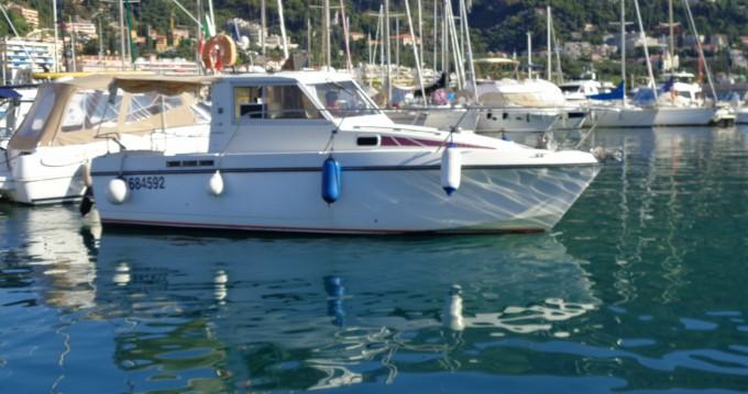 Alquiler de yate Menton - Bénéteau Antares 800 en SamBoat