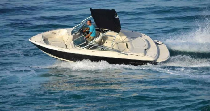 Alquiler Lancha Monterey con título de navegación