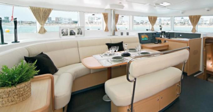 Catamarán para alquilar San Vincenzo al mejor precio