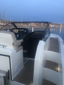 Alquiler de Quicksilver Activ 875 Sundeck en Marseille