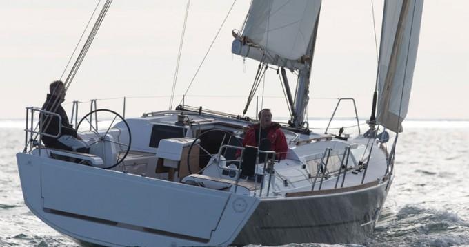 Alquiler de barcos Saint-Mandrier-sur-Mer barato de Dufour 382 Grand Large