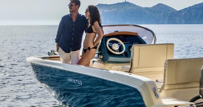 Alquiler de barcos Ormos Panagias barato de Invictus 200 FX