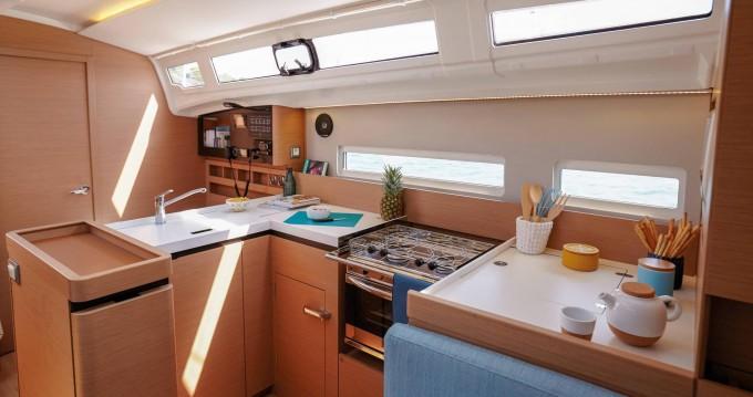 Jeanneau Sun Odyssey 410 entre particulares y profesional San Vincenzo