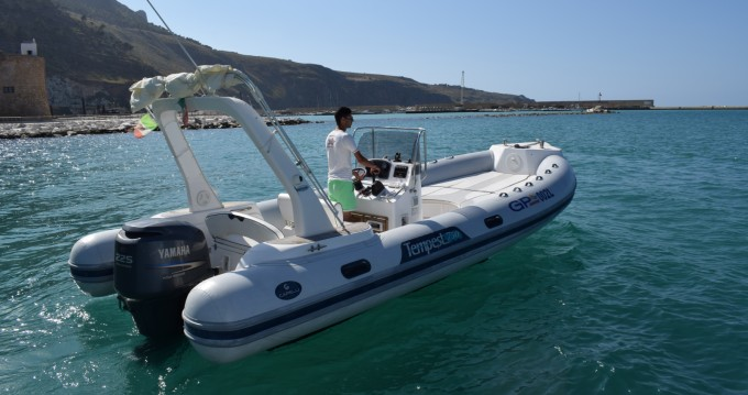 Alquiler de yate Castellammare del Golfo - Capelli Tempest 750 en SamBoat