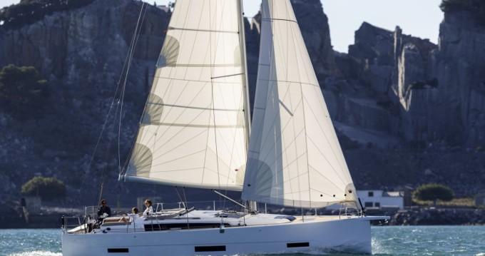 Alquiler de barcos Marina di Portisco barato de Dufour 390 Grand Large