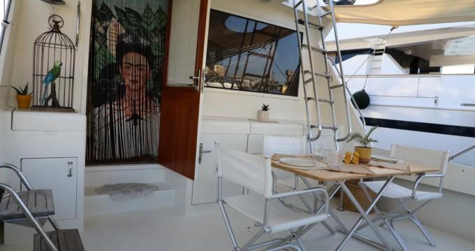 Alquiler de barcos Glyfáda barato de Convertible 52