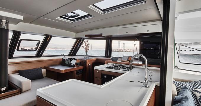 Catamarán para alquilar Santorini al mejor precio