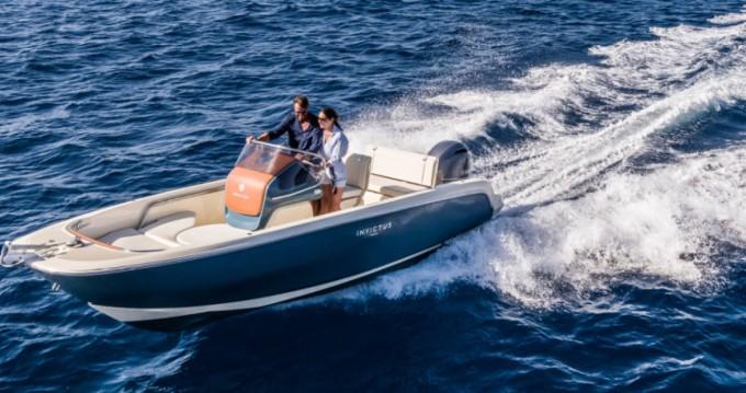 Alquiler de barcos Cala d'Or barato de Invictus 200 FX
