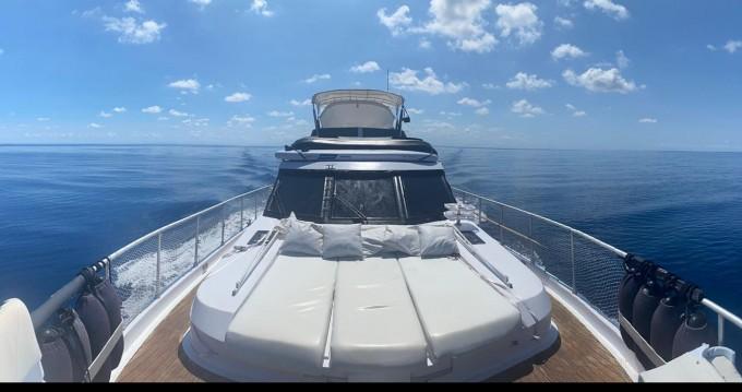 Alquiler Lancha Astondoa con título de navegación