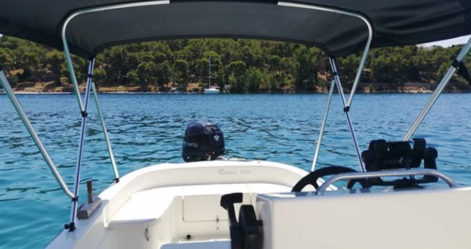 Alquiler de barcos Milna barato de Open 500
