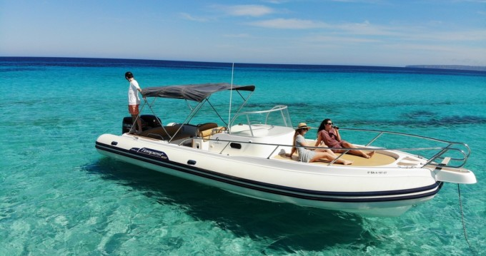 Alquiler de Capelli Tempest 900 en Isla de Ibiza