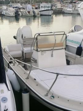 Alquiler de barcos Lerici barato de Boston Whaler 18 Outrage